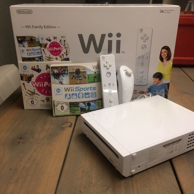 Wii Family Pack (Wii Party + Wii Sports) [Complete]
